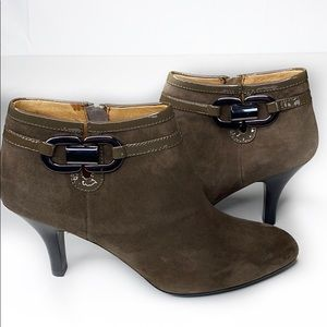 NWOT Sofft Belvedere Suede Leather Ankle Bootie